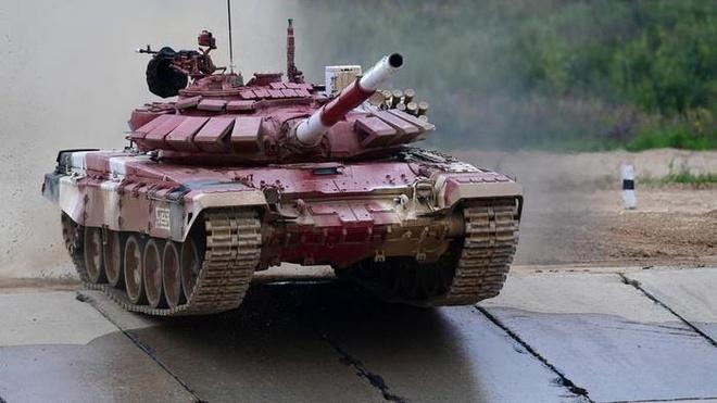 Pha but pha than toc cua xe tang Nga o chung ket Tank Biathlon 2019 hinh anh