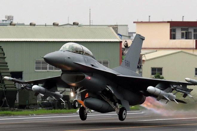 TT Trump 'gật đầu' bán F-16 cho Đài Loan, TQ cảnh báo hậu quả