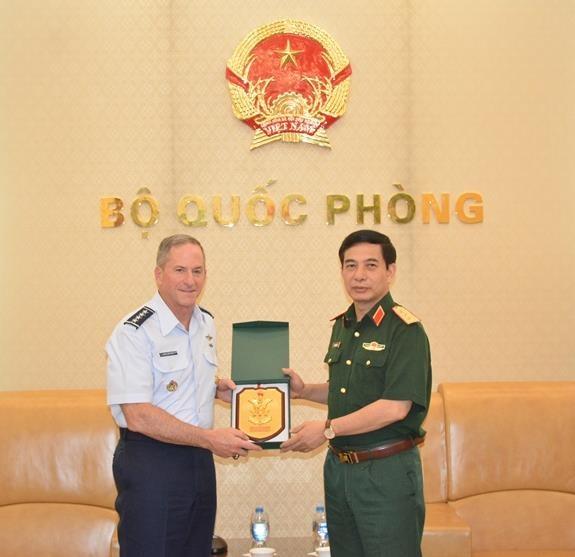 Thượng tướng Phan Văn Giang tiếp Tư lệnh Không quân Mỹ