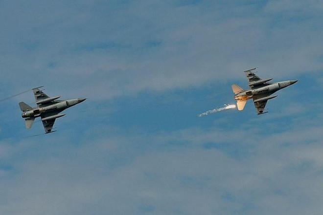 TT Trump 'gat dau' ban F-16 cho Dai Loan, TQ canh bao hau qua hinh anh 2