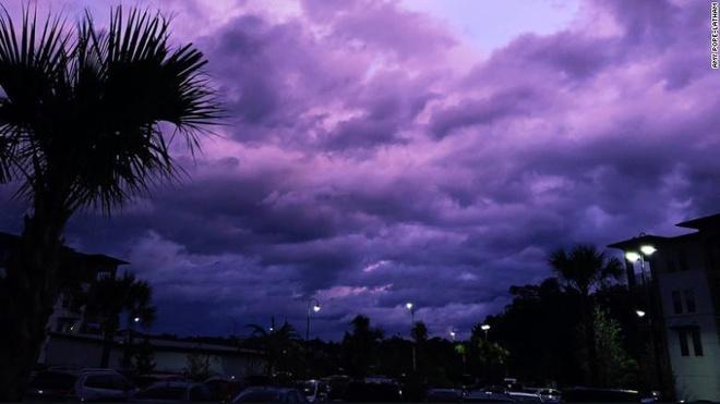 Bầu Trời Florida Chuyển Thành Màu Tím Sau Khi Siêu Bão