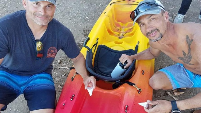 Ca map trang 6 m gay 2 chiec rang sau khi can thuyen kayak o My hinh anh 2
