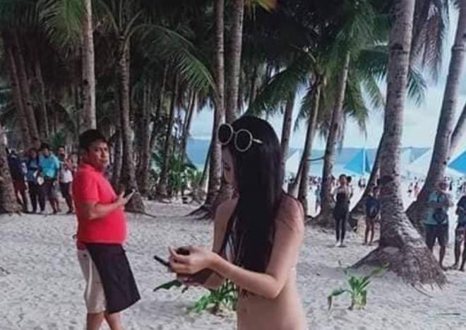 Du khach Dai Loan bi phat vi mac bikini nong bong anh 1