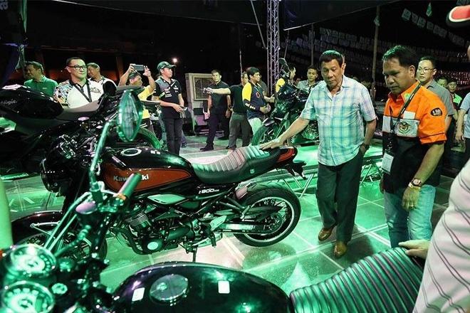 Tổng thống Duterte gặp tai nạn môtô phân khối lớn trong công viên
