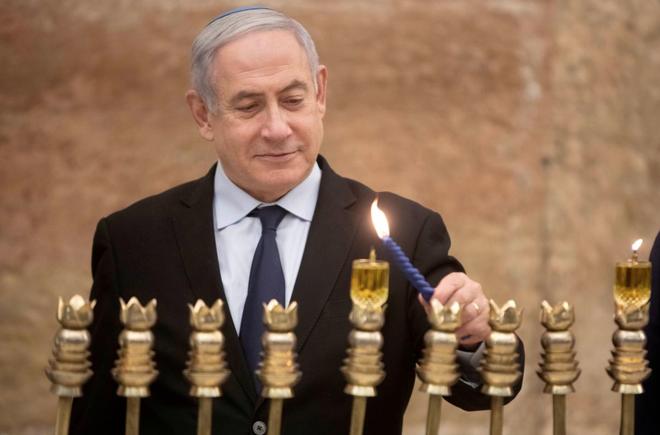 Thu tuong Israel phai di tron vi rocket na giua van dong tranh cu
