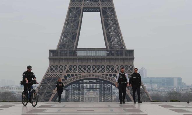'Nguoi Paris ha, thoi!' - dan que Phap cau xin nguoi thanh pho dung ve hinh anh 1 1.jpg