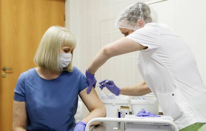 Nga tiem vaccine Covid-19 cho tinh nguyen vien o Moscow anh 1
