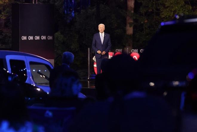 Biden noi Trump pham toi trong dai dich Covid-19 anh 1