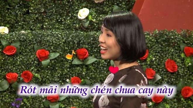 Co gai lay loi, hat nhac 'say xin' khien Quyen Linh mat hung hinh anh