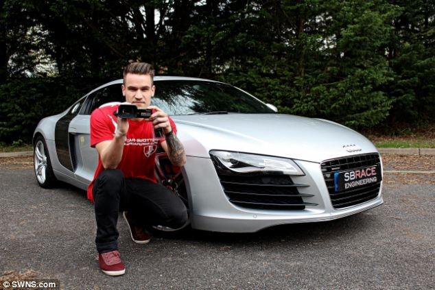 Sinh vien mua duoc sieu xe Audi R8 tu tien kiem tren YouTube hinh anh