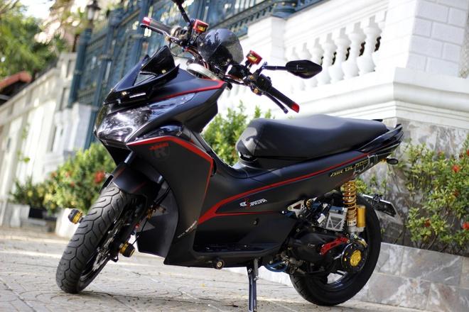 Honda Air Blade len du do choi hang hieu tai Sai Gon hinh anh