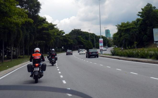 4 chang trai Viet vuot 5.000 km qua Malaysia bang xe may hinh anh 4