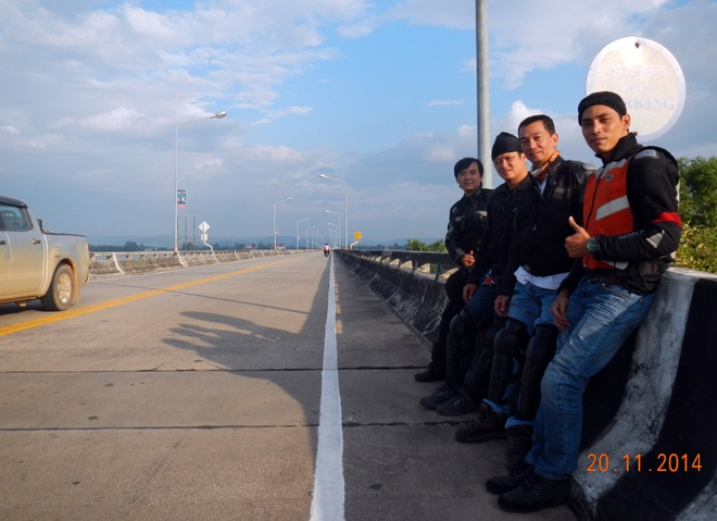 4 chang trai Viet vuot 5.000 km qua Malaysia bang xe may hinh anh 7