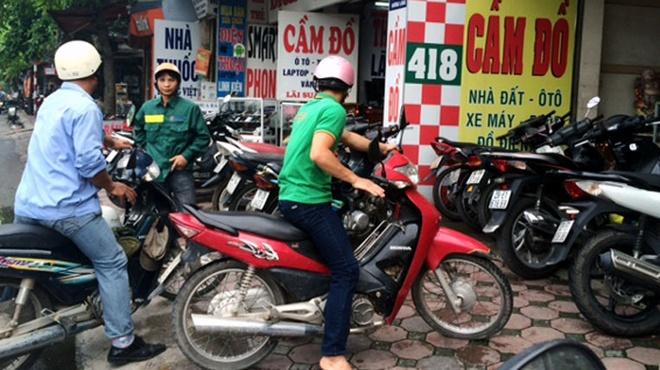 Mua Xe May Cu O Tiem Cam Do: 'Tien Mat, Tat Mang'
