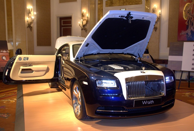 Anh chi tiet chiec Rolls-Royce chinh hang 21 ty o Sai Gon hinh anh