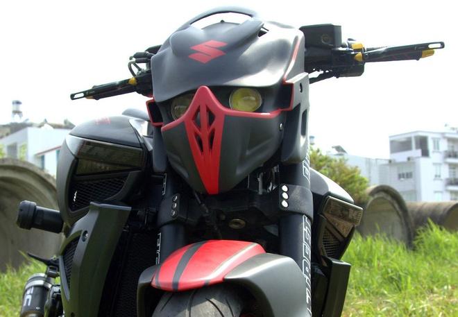 Sieu mo to Suzuki B-King do mat robot bien hinh tai Sai Gon hinh anh