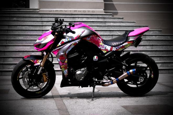 Kawasaki Z1000 do tem Graffiti cua biker Sai Gon hinh anh