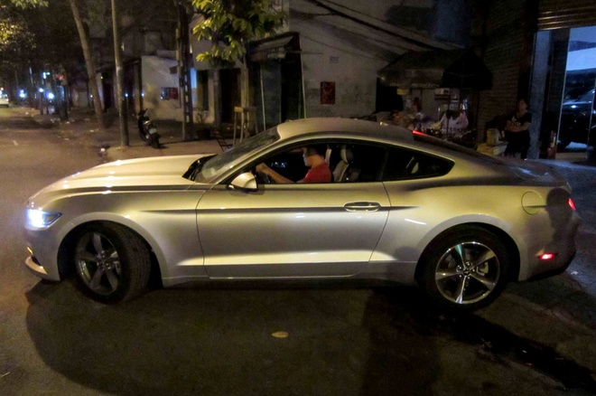 Xe the thao Ford Mustang 2015 thu hai ve Viet Nam hinh anh
