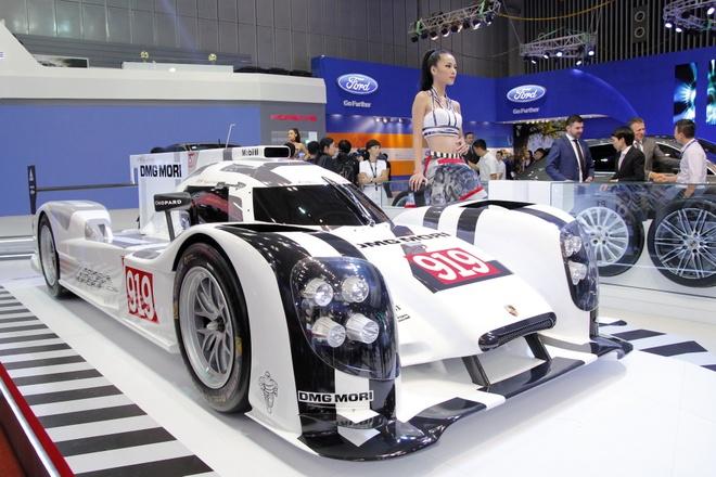 Mo hinh Porsche 919 Hybrid gia hon 100.000 USD hinh anh