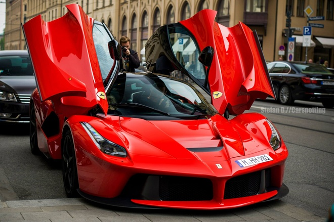 Sieu xe Ferrari cung bi thu hoi vi loi tui khi hinh anh