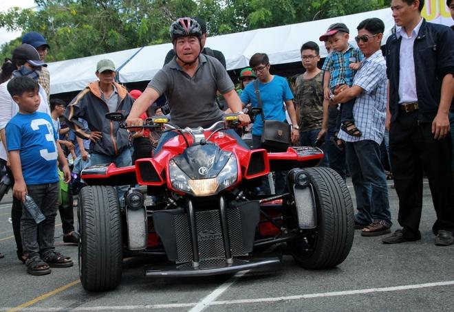 Moto 3 banh tien ty doc nhat Viet Nam hinh anh