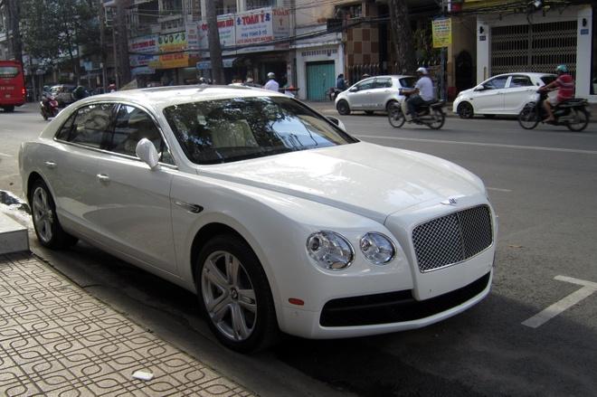 Xe sieu sang Bentley Flying Spur V8 xuat hien o Sai Gon hinh anh