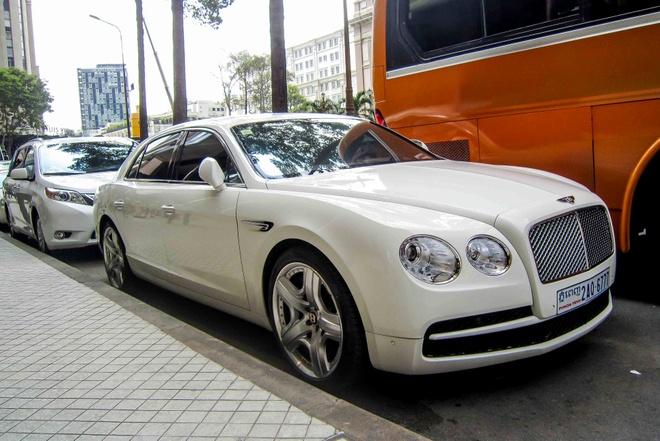 Bentley sieu sang cua dai gia Campuchia dao pho Sai Gon hinh anh 1