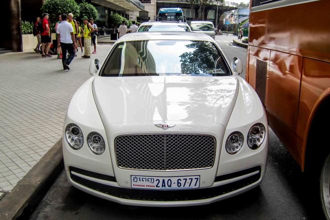 Bentley sieu sang cua dai gia Campuchia dao pho Sai Gon hinh anh 2