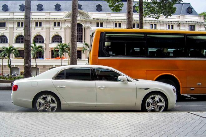 Bentley sieu sang cua dai gia Campuchia dao pho Sai Gon hinh anh 3