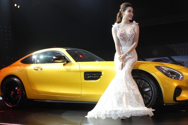 Mercedes-Benz Fashion Week 2015 khai man day mau sac hinh anh