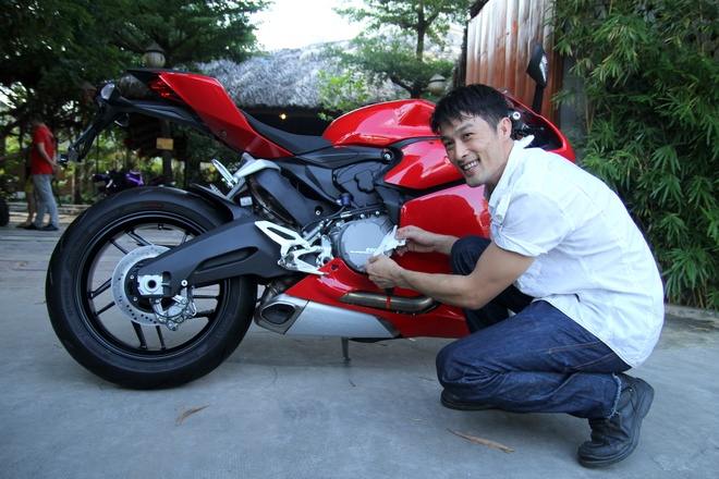 Johnny Tri Nguyen tau Ducati 899 Panigale hinh anh