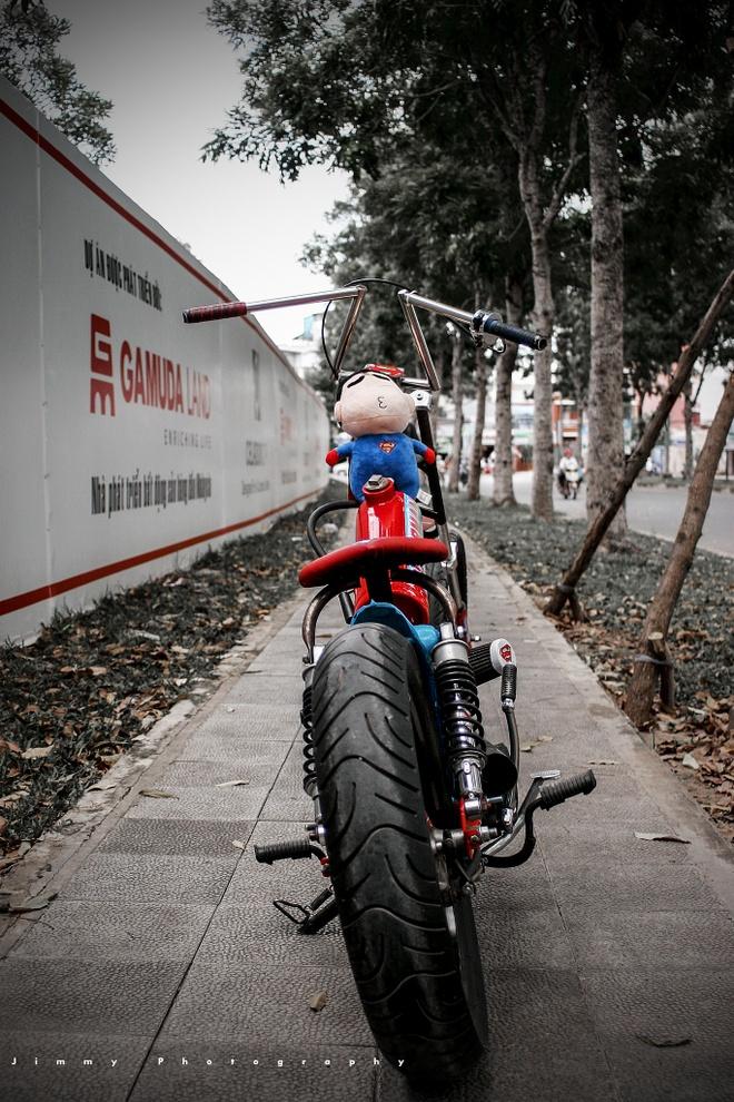 Honda Cub do phong cach sieu nhan doc dao o Sai Gon hinh anh 2