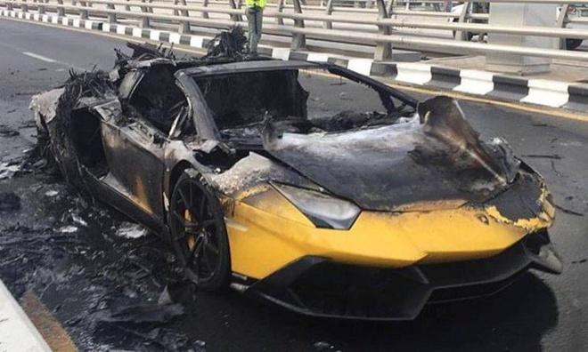 Lamborghini Aventador nua trieu USD boc chay tai Dubai hinh anh