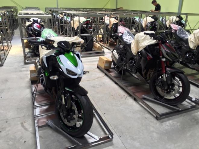 Kawasaki Z1000 2016 ve Viet Nam giam gia con 390 trieu dong hinh anh