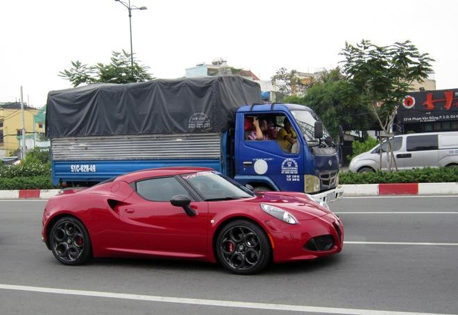 Alfa Romeo 4C Launch Edition doc nhat VN ra bien trang hinh anh 2