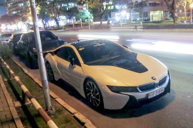 2 chiec BMW i8 cung dan xe sang hoi tu o Sai Gon hinh anh