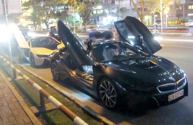 2 chiec BMW i8 cung dan xe sang hoi tu o Sai Gon hinh anh 1
