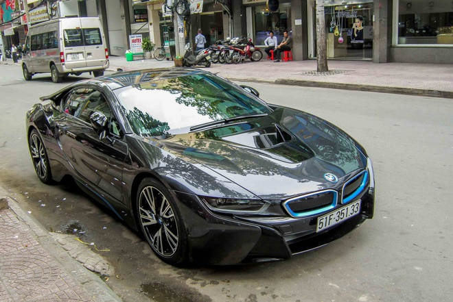 BMW i8 cua thieu gia 20 tuoi o Sai Gon hinh anh
