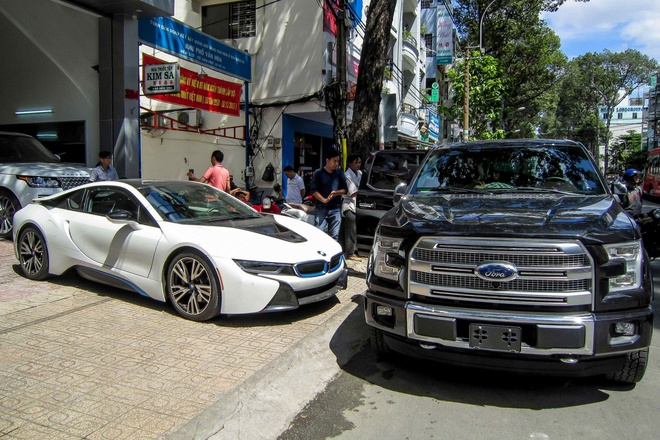 BMW i8 do dang cung xe ban tai F-150 gan 3 ty tai Sai Gon hinh anh