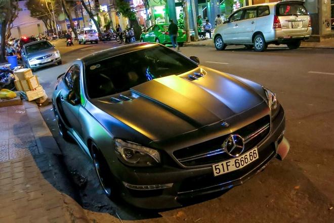 Mercedes SL bien ngu quy 6 o Sai Gon hinh anh
