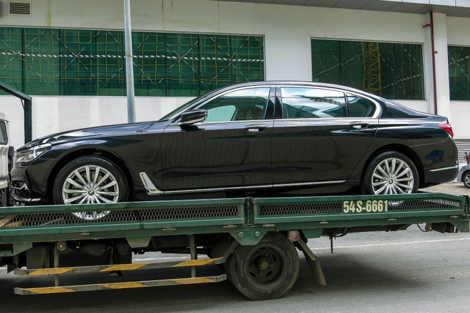 BMW 740Li doi moi dau tien ra bien so tai Viet Nam hinh anh 2