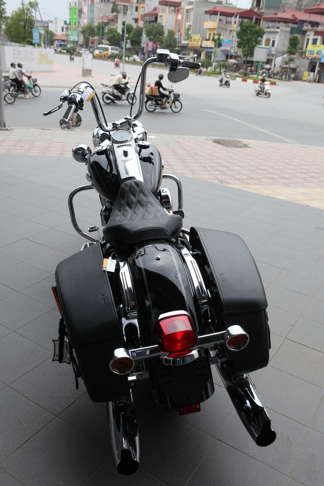Harley Road King Classic gia hon 1 ty dong tai Viet Nam hinh anh 2