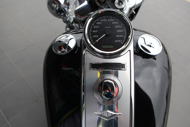 Harley Road King Classic gia hon 1 ty dong tai Viet Nam hinh anh 8