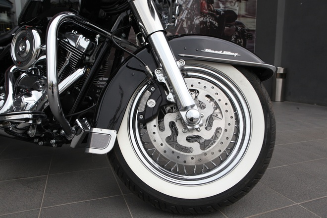 Harley Road King Classic gia hon 1 ty dong tai Viet Nam hinh anh 9