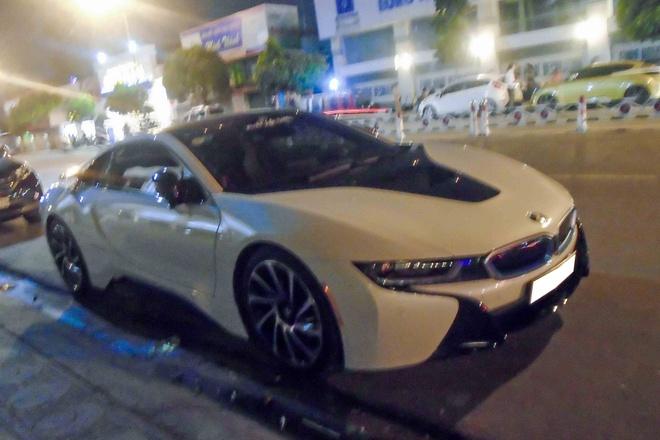 BMW i8 hoi ngo dan xe doc o Sai Gon hinh anh 7