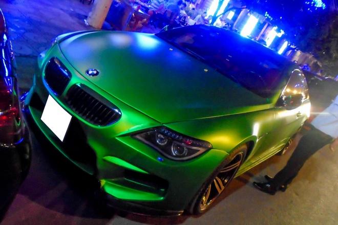 BMW i8 hoi ngo dan xe doc o Sai Gon hinh anh 2