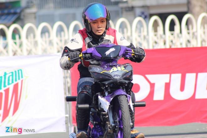 Biker hoi tu thi stunt tai Sai Gon hinh anh 5