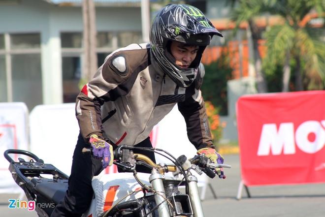 Biker hoi tu thi stunt tai Sai Gon hinh anh 6
