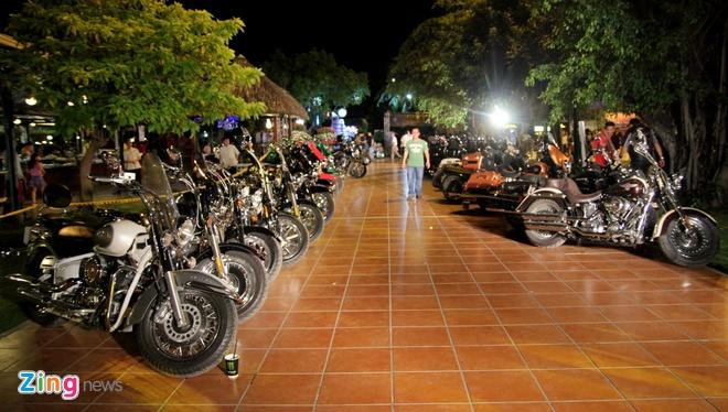 1.000 biker hoi tu o Sai Gon khoe xe Harley doc hinh anh 1