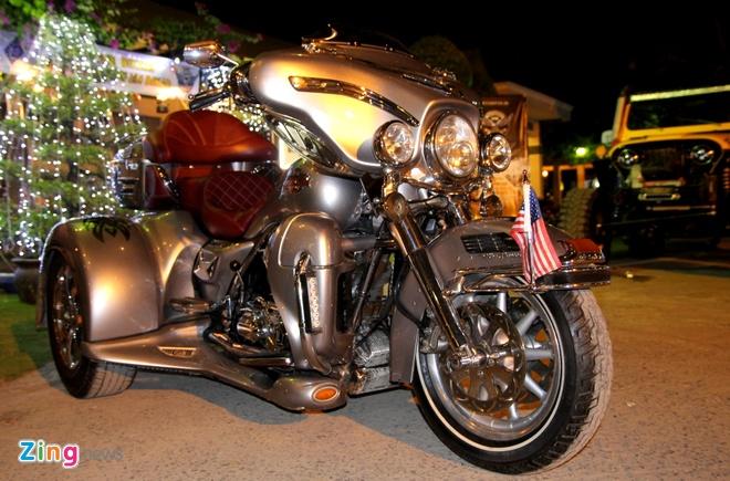 1.000 biker hoi tu o Sai Gon khoe xe Harley doc hinh anh 17